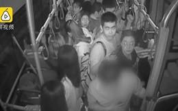 Say rượu quấy rối nữ sinh trên xe bus, tên biến thái được tài xế đưa thẳng đến đồn công an
