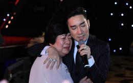 Quang Hà và liveshow thiếu thốn nhất lịch sử: Vừa hát vừa đi mượn thiết bị, nghệ sĩ ôm nhau chia sẻ mất mát