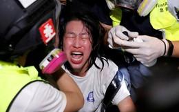 24h qua ảnh: Người biểu tình Hong Kong dính hơi cay từ cảnh sát