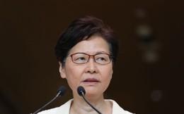 Tôi chưa từng xin từ chức: Vừa dứt lời phân trần, Đặc khu trưởng Hong Kong có hành động khiến báo giới ngỡ ngàng