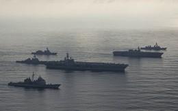 """Tàu sân bay Mỹ bị tàu chiến Trung Quốc """"bủa vây"""" trên Biển Đông?"""
