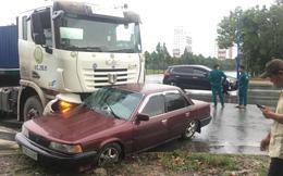 Ô tô con bị xe đầu kéo tông bẹp giữa ngã tư, tài xế trọng thương