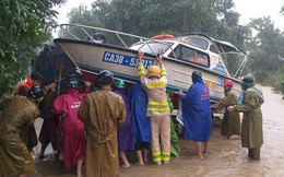 Hà Tĩnh: Mưa lớn suốt 3 ngày, thủy điện xả lũ, 6 xã bị cô lập, 4 cặp vợ chồng trú ẩn trong rừng
