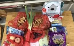 Hàng loạt trẻ em Trung Quốc mang hành và đủ thứ lỉnh kỉnh đi khai giảng và lý do bất ngờ khiến dân mạng phì cười