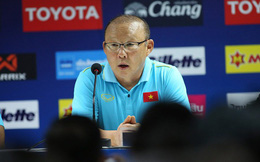 HLV Park Hang-seo lên tiếng về chiếc thẻ vàng, dành lời khen ngợi cho Tuấn Anh