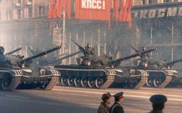 """Cuộc """"Blitzkrieg đỏ"""": Kế hoạch đè bẹp nước Pháp chỉ trong 7 ngày với 131 vũ khí hạt nhân?"""