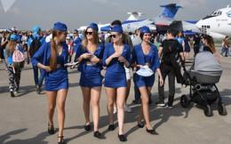 7 ngày qua ảnh: Các cô gái xinh đẹp tại triển lãm hàng không Nga