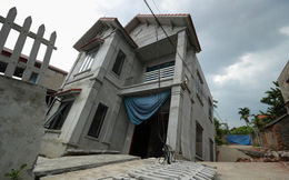 """Nhà 2 tầng ở Hà Nội lún nghiêng vì """"hố tử thần"""", cặp vợ chồng mất nhà, gánh khoản nợ lớn"""