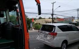 Đâm liên hoàn 3 ô tô, Quốc lộ 1 đoạn qua thành phố Cà Mau ùn tắc