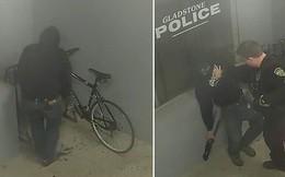 Góc khó hiểu: Thanh niên vào đồn công an ăn trộm xe đạp, đang loay hoay tác nghiệp thì bị tóm