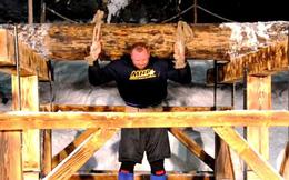 Lực sĩ nâng khúc gỗ 650 kg, phá vỡ kỷ lục tồn tại 1.000 năm
