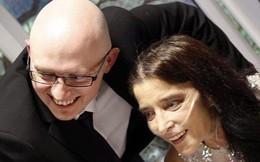 Cầu hôn bạn trai trẻ hơn 8 tuổi suốt 14 năm, người phụ nữ bị ung thư cuối cùng toại nguyện
