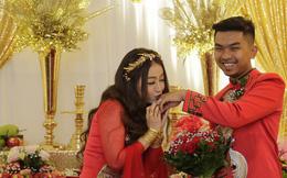 MiA rạng rỡ diện áo dài đỏ, đeo vàng đầy tay trong lễ rước dâu tại quê nhà Vĩnh Long