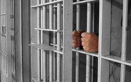 23 phạm nhân rủ nhau nhảy qua tường rào, trốn thoát khỏi trại giam