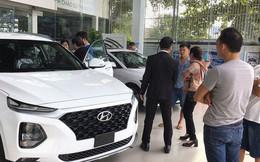 """Nhiều hãng xe tại Việt Nam bó tay trước tình trạng """"bia kèm lạc"""" tại đại lý"""