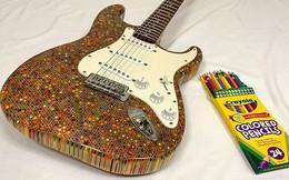 Cùng xem anh chàng khéo tay chế tác chiếc guitar điện đẹp kiệt xuất từ 1200 cái bút chì
