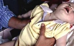 Bị liệt toàn thân từ khi là trẻ sơ sinh, người mẹ lên tiếng cảnh báo loại thực phẩm cực kì nguy hiểm với trẻ