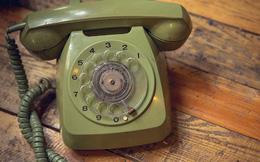 Chết cười với thế hệ 10x: Ngơ ngác với điện thoại quay số, tốn 5 phút không mò nổi cách dùng