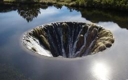 Chiếc hố nằm giữa hồ nước kỳ lạ này là cả một công trình trí tuệ hiếm có của nhân loại