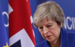 """Nhận """"đòn đau"""" Brexit, Thủ tướng Anh đối mặt với nguy cơ bị hạ bệ"""