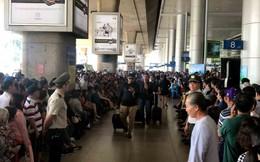 Biển người đón Việt kiều về quê ăn Tết ở sân bay Tân Sơn Nhất