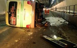 Lật xe khách trong hầm Hải Vân, 5 người nhập viện