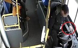 Lên cơn xuất huyết não, tài xế vẫn cứu mạng hành khách trước khi bất tỉnh