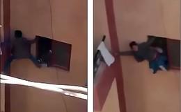 Quên khóa, mẹ bắt con trai 13 tuổi chui từ cửa sổ tầng 3 trèo ban công vào nhà