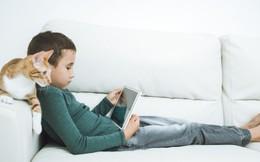 Dùng thiết bị điện tử lâu dài sẽ gây ảnh hưởng lên quá trình phát triển của trẻ trong vài năm sau đó