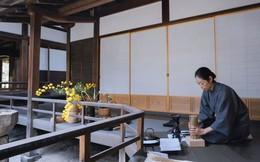 Sau 10 năm ẩn dật, người phụ nữ Nhật Bản trở thành 'kho báu quốc gia' khi được mọi người mệnh danh là bậc thầy cắm hoa