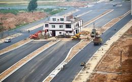 Trung Quốc: Kỳ lạ những ngôi nhà '4 mặt tiền' lọt thỏm giữa cao tốc