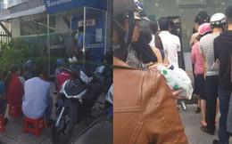 Khổ như đi rút tiền ngày Tết: Chạy xe vài km tìm cây ATM, mang theo cả ghế nhựa ngồi xếp hàng chờ đến lượt