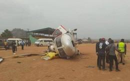 """Máy bay lao xuống đất, Phó Tổng thống Nigreia thoát chết """"trong gang tấc"""""""
