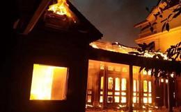 Ngôi nhà gỗ tiền tỉ bị thiêu rụi nghi do thắp hương ngày Tết