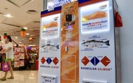 Lần đầu tiên trong lịch sử, Singapore cho ra mắt cây ATM không rút được tiền mà chỉ rút được... cá hồi