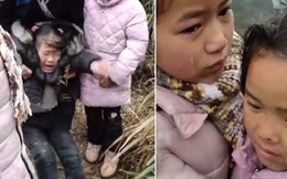 3 đứa con gào khóc nài nỉ 'mẹ đừng đi', họ hàng ông bà can ngăn, hỏi ra mới thấy thương cho hoàn cảnh gia đình