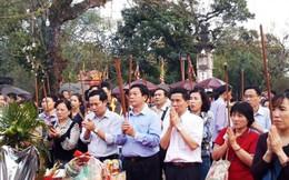 Ùn ùn đổ về đền Trần dâng lễ cầu danh, tài lộc