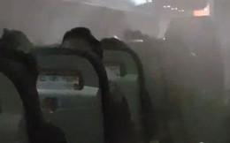 Sương mù tràn vào khoang máy bay, hành khách được phen đứng tim