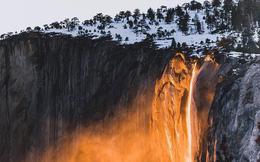 """Hiện tượng """"thác lửa"""" ở Mỹ khiến dân tình đổ xô đến chụp ảnh dù đường ngập tuyết tận hông"""