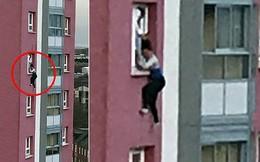Sởn da gà cảnh tượng người phụ nữ lơ lửng ở tầng 11 chung cư và lời kể rợn người của nhân chứng