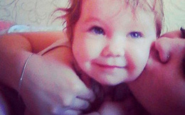 Bé gái 3 tuổi bị bỏ đói đến chết trong nhà suốt một tuần liền, bà mẹ lập tức bị bắt giữ vì lí do gây phẫn nộ