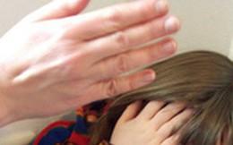 Bé gái 8 tuổi tử vong bất thường không rõ lý do, đến khi khám nghiệm tử thi mới lộ ra nguyên nhân là hành động ngàn lần đáng trách của người mẹ