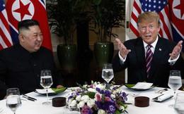 Tổng thống Trump đề nghị phóng viên chụp mình và Chủ tịch Kim thật 'bảnh' trong bữa ăn tối