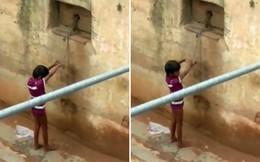 Con gái 7 tuổi bị khuyết tật không thể giao tiếp bình thường, bà mẹ cùng quẫn hành động tàn nhẫn và bị tống giam ngay lập tức