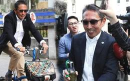 """Chuyện thật như đùa: Nam diễn viên """"Bao Thanh Thiên"""" tươi rói đạp xe tới dự phiên tòa vì tội danh cưỡng dâm"""