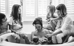 Bộ ảnh tuyệt đẹp: Khi mẹ lâm bồn nhưng vẫn có 5 cô con gái đáng yêu kề bên gây xúc động mạnh