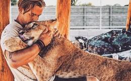 Anh chàng điển trai từ bỏ cuộc sống tiện nghi ở Thuỵ Sỹ, chuyển hẳn sang Châu Phi để giải cứu động vật hoang dã