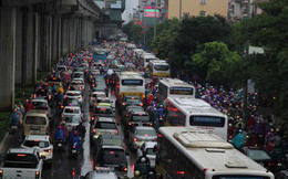 Hà Nội thí điểm cấm xe máy: Người dân than khó