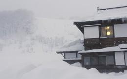 """Aomori: Cuộc sống ở thành phố """"trắng nhất"""" hành tinh, tuyết rơi chôn vùi nhà 2 tầng"""