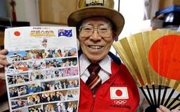 """""""Fan cuồng"""" 92 tuổi dùng cả tuổi thanh xuân đến cổ vũ Olympics"""